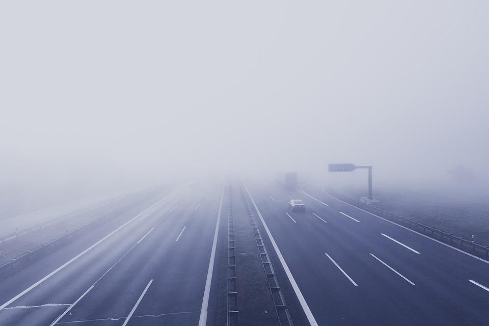 dálnice v mlze