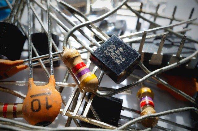 tranzistor a rezistory