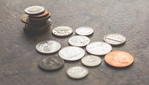 mince na stol