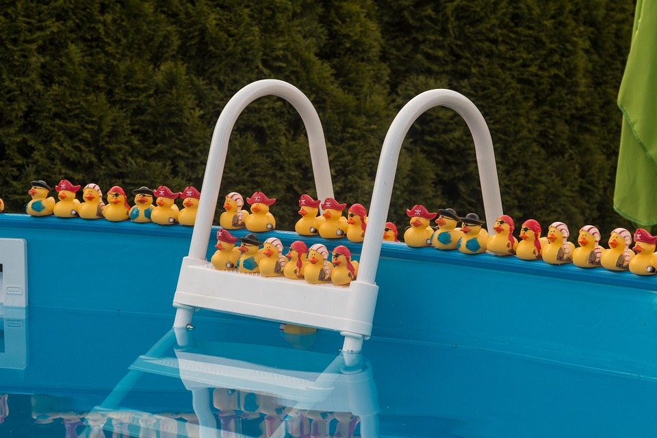 pool-831996_960_720